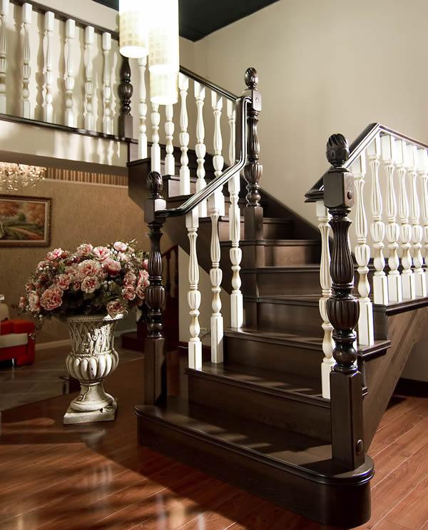 除了连接上,下空间以外,楼梯                    比如储藏,隔断甚至